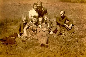 A picture of Boleslaw with friends in Starogard 1940.