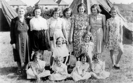 A picture of Miss Hammond and all the Girls Home at Winthorpe camp in 1946.